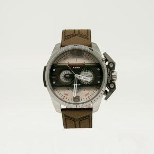 Orologio Cronografo Diesel da uomo della collezione Ironside. Movimento al quarzo, cassa 48 x 55 cm in acciaio, cinturino in pelle, resistenza all'acqua fino a 5 atm.
