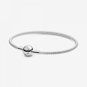 Bracciale in Argento 18cm - maglia mesh, chiusura sferica Pandora. La filettatura consente di avvitare i charm, facendoli scorrere lungo il bracciale 596543