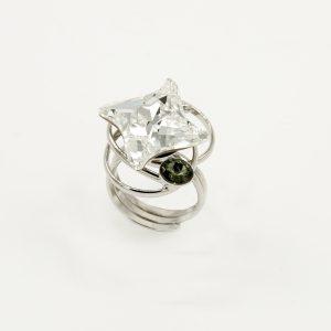 Anello acciaio regolabile e pietre Swarovski Originali(Con Certificato di Garanzia Originale Swarovski) di colore bianco e nero.