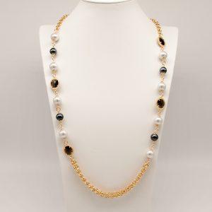 Collana Peñaranda anallergico maglia a catena grumetta piccola dorata.Arricchita con perle ed ematite, chiusura a moschettone allo stesso modo dorato.