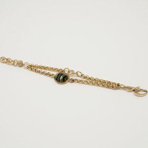 Bracciale dorato 18cm regolabile con doppia catena maglia rolò piccola e medaglia stampata con logo. Chiusura a moschettone a forma di G