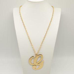 Collana Donna Iniziale Big Gold - Catena rolò regolabile - l' altezza dell'iniziale è di 7,5cm e la larghezza e di 6cm - Chiusura a moschettone dorata.