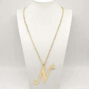 Collana Donna Iniziale Big Gold - Catena rolò regolabile - l' altezza dell'iniziale è di 7cm e la larghezza e di 10,5cm - Chiusura a moschettone dorata.