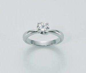 Anello Solitario in oro 750/1000, n.1 diamanti KT 0,34 taglio brillante rotondo, il pezzo è realizzato in microfusione.