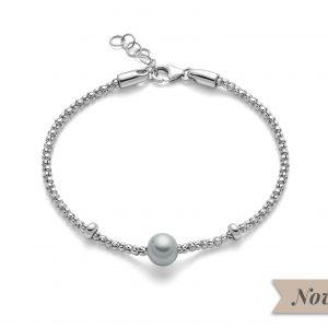 Bracciale in argento 925/1000 regolabile da 17cm fino a 19cm, chiusura a moschettone.Perla grigia coltivata misura 7,5-8. Collezione Miss Italia