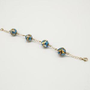 Bracciale 21cm regolabile in argento color oro, ceramiche sferiche dipinte a mano di colore blu e giallo, ed infine chiusura a moschettone.