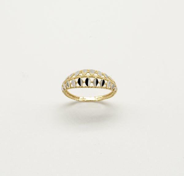 Anello per Donna a Marchio Peñaranda Jewels in Oro 750/1000. Ref.12956 L'anello è bicolore, Giallo e Parti con effetto diamantato in Oro Bianco Il Peso è di 2,2 grammi circa, La Larghezza è di 7,5 mm, La Misura è 17, ma a richiesta messa a misura gratuita presso il Nostro laboratorio Prodotto Made in Italy.