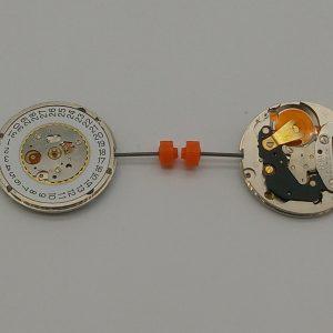 """Marca: France Ebauches Calibro Movimento: FE71210 Dimensioni: 10 1/2"""" Altezza movimento: 3.10 mm Sfere : 2 Diametro: 23,30 mm Funzioni: Solo Tempo - Data al 3 - Piccoli secondi al 6"""