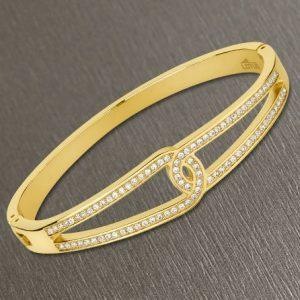 Bracciale da Donna a Marchio Lotus Style, con la referenza LS2115/2/2 Il nome della collezione a cui appartiene è Bliss. Bracciale rigido in acciaio di colore oro con zirconi, Spessore 2,80 mm - Chiusura a incastro.