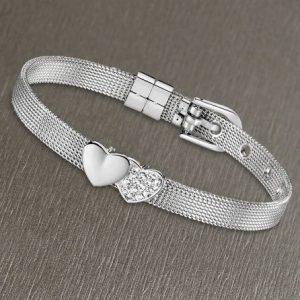 Bracciale da Donna a Marchio Lotus Style, con la referenza LS2087/2/1 Il nome della collezione a cui appartiene è Bliss. Bracciale in acciaio maglia milano di colore argento con cuori, Lunghezza Bracciale 21 cm - regolabile, Spessore 6 mm - Chiusura a fibbia.
