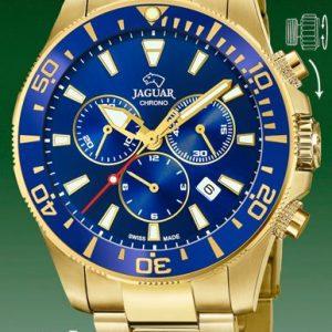 Orologio Cronografo per Uomo a Marchio Jaguar, con la referenza J864/2 L'orologio presenta un grande valore aggiunto che è quello di essere SWISSMADE, Orologio con cassa in acciaio dorata di forma rotonda con diametro 43,50 mm, Cinturino in acciaio dorato - chiusura deployante, Il quadrante è blu - indici dorati, Il vetro è Zaffiro - Il meccanismo è svizzero, L'impermeabilità è 200 Mt verificata a fine ciclo di lavorazione per ciascun orologio. Il nome della collezione a cui appartiene è Executive.