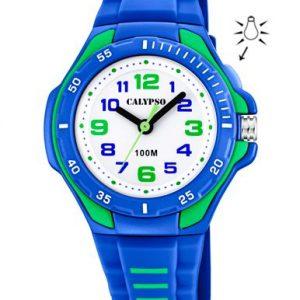 Orologio solo tempo per bimbo a Marchio Calypso, con la referenza K5757/4 Cassa in plastica colore azzurro e verde di forma rotonda con diametro 33,80 mm e spessore 12,39 mm, Cinturino in gomma azzurro e verde - chiusura con fibbia, Movimento al quarzo Y121E, L'impermeabilità della cassa è di 10 atmosfere, Il nome della collezione a cui appartiene è Sweet Time.