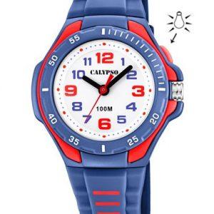 Orologio solo tempo per bimbo a Marchio Calypso, con la referenza K5757/5 Cassa in plastica colore rosso e blu di forma rotonda con diametro 33,80 mm e spessore 12,39 mm, Cinturino in gomma blu e rosso - chiusura con fibbia, Movimento al quarzo Y121E, L'impermeabilità della cassa è di 10 atmosfere, Il nome della collezione a cui appartiene è Sweet Time.